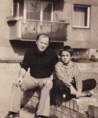 David Kabzan with his father, 1977