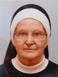 Ana Schreiberová as sister Petrina