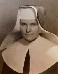 Anna Schreiber in the Congregation of the Sisters of Mercy of St. Charles Borromeo. Photographed in Trutnov, where the witness worked in a factory Texlen.