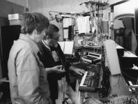 Steina and Woody Vasulka in their Santa Fe studio (NM, United States) circa 1980. (The photo may be used for educational purposes only.)
