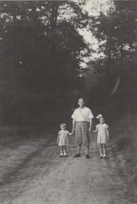 Hana, Eva and their father