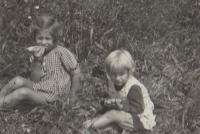Hana and Eva 1937