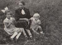 Hana, Eva and grandmother 1937