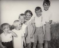 Hana with  family children 1937