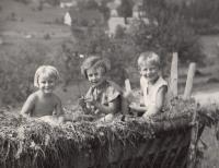 Hana and Eva, holliday 1937 Horní Čermná