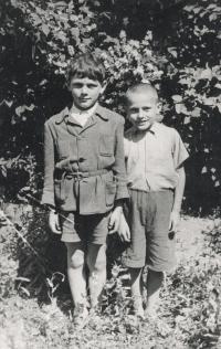 Vlevo Jiří Beránek, vedle František Fišer