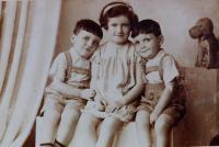 Siblings Jiří, Věra and Josef Fischer