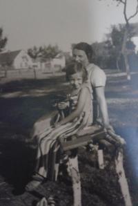 Zorica Dubovská with mom