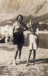Makarska with mother - 1934