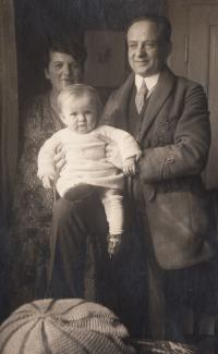 With parents in Smíchov - 1927 II.