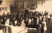 School class (Na Santošce), class teacher Emanuel Pucherna, Z.D. in first row in the middle