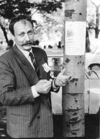 Tadeusz Wantuła during the election campaign in 1990