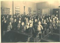 Hana in her 3rd class, last row sitting, second right, Prague 6, 1943