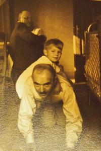 Playing with father in Nová Huť, 1940