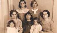 cca 1935 sestry Szulcovy - shora zleva: Eva, Irena +Zofie, Halina, Marie + Bibiana, Janina