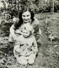 Květoslava Barton with daughter