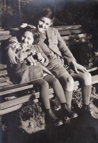 Růžena and her brother Bedřich, 1942