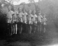 Jung Sokol members, around 1930, Dagmar Weitzenbauerova last in the queue