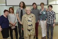 Květuše Sgallová se žáky ze ZŠ Tusarova a paní učitelkou, květen 2017