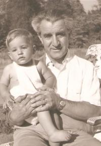 Milena with her father, Prague 1936