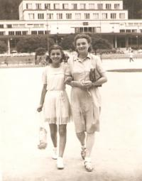 Milena with her mother in Luhačovice, 1947