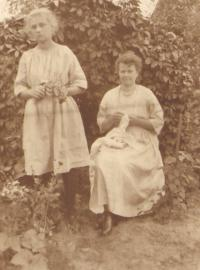 Granny Závodská with the mother (12-13 years old) of Milena