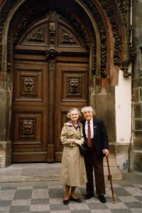 The Krajinas in front of the Old Townhall 60 years after the wedding, Prague 1990