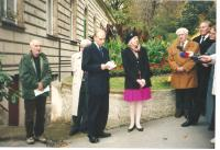 Unveiling the plaque to honour prof. Krajina, Institute of Botany, Prague 2002, (Canadian Ambassador in the middle, members of the Milada Horáková Club