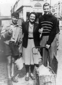 In Paris, shortly after emigration from the Communist Czechoslovakia, 1948. From left: Jan, mother, Jáša.