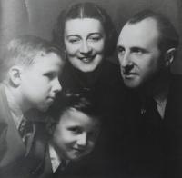 Rodina Drábkova, Praha asi 1940