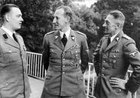 K.H. Frank vpravo s R.Heydrichem a H.Bohmem, asi 1941