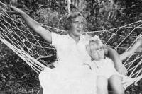 Juřinová Irina with mother, 1937