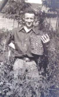 Heinz Prossnitz in the garden of the Jewish hospital for mentally handicapped