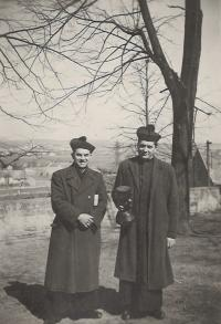 1948 - Tvarožná, with the priest Václav Kosina