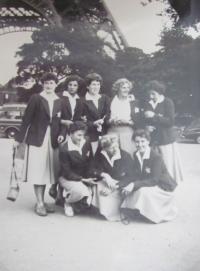 Team of czech volleyball female players (World University Games, Paris 1957)