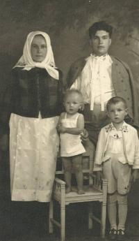 Petr Esterka with his parents and sister Agnes, Dolní Bojanovice