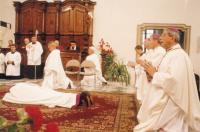 1999 - Petr Esterka (lies), episcopal ordination. On the right, Giovanni Copa, apostolic nuncio, Vojtěch Cirkle, the brno bishop and Jan Graubner, the olomouc archbishop