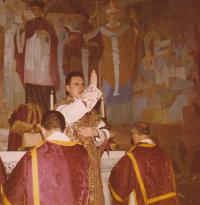 1963 - Petr Esterka at his first holy mass. In many places it is stated, that he had this mass in the lateran basilica, but these beautiful paintings are in the chapel Nepomucena in Rome
