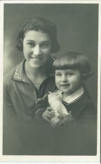 Marketa with her mother, 1929