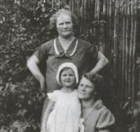 With her mum and grandma, about 1935