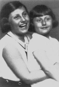 Eva Ehrlichová (right) with her older sister Růžena. Photo taken before WWII