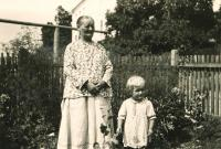 Erika Herudková with her aunt Aloisie Dudová / Bolatice 1941