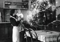 Erika Herudková with her mum in the family inn / Bolatice at Christmas 1939