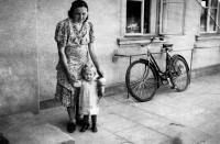 Erika Herudková with her mother in front of the family inn / Bolatice 1941