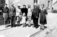 The Duda family in front of their inn / Bolatice 1943
