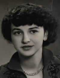 Portrait photo of Anita taken in Klingenthal at the beginning of 1950s