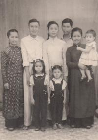Nhung with family mother1, father, Nhung, mother2 with Nhungs doughter, down 2 sisters of Nhung