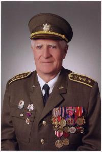 Plukovník v. v. Bedřich Opočenský na současné fotografii