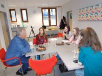 """Witness with the students of the Rošického elementary school during an interview for the project """"Stories of our neighbours"""""""
