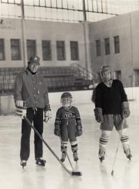 Jiří Holík with son and nephew Robert (1981)